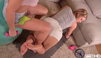 Submissive teen lesbian eats ass